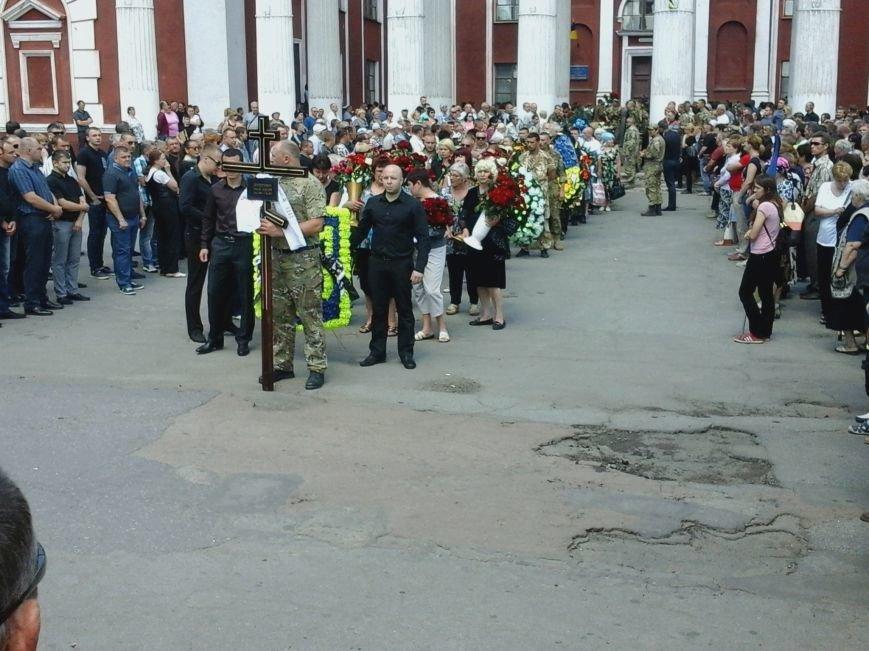 Сотни криворожан, став на колени, провели в последний путь бойца ДУКа Геннадия Дощенко (ФОТО), фото-35