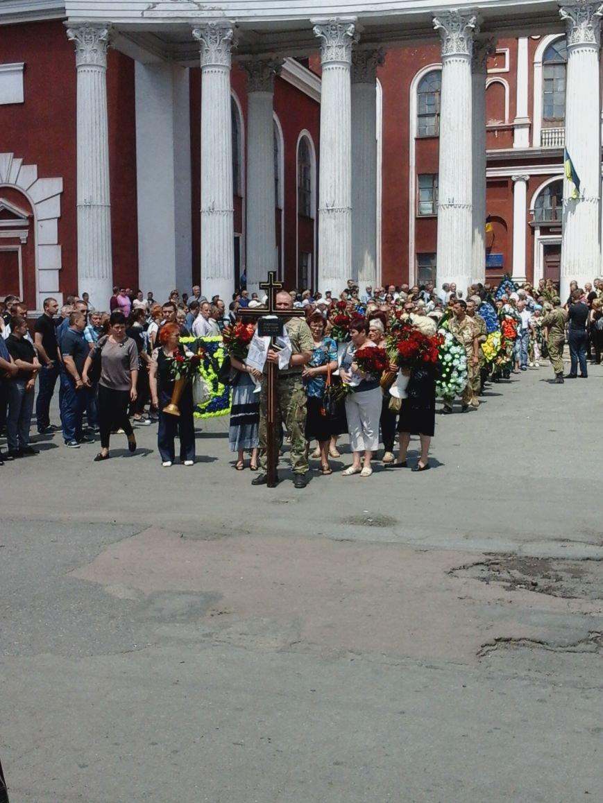 Сотни криворожан, став на колени, провели в последний путь бойца ДУКа Геннадия Дощенко (ФОТО), фото-32