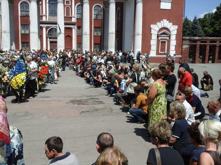 Сотни криворожан, став на колени, провели в последний путь бойца ДУКа Геннадия Дощенко (ФОТО), фото-50
