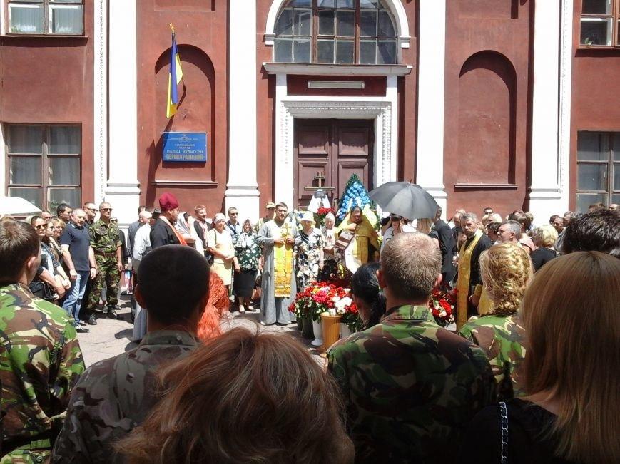 Сотни криворожан, став на колени, провели в последний путь бойца ДУКа Геннадия Дощенко (ФОТО), фото-22