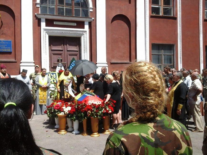 Сотни криворожан, став на колени, провели в последний путь бойца ДУКа Геннадия Дощенко (ФОТО), фото-26