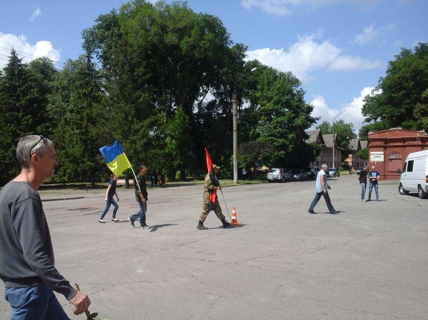 Сотни криворожан, став на колени, провели в последний путь бойца ДУКа Геннадия Дощенко (ФОТО), фото-5