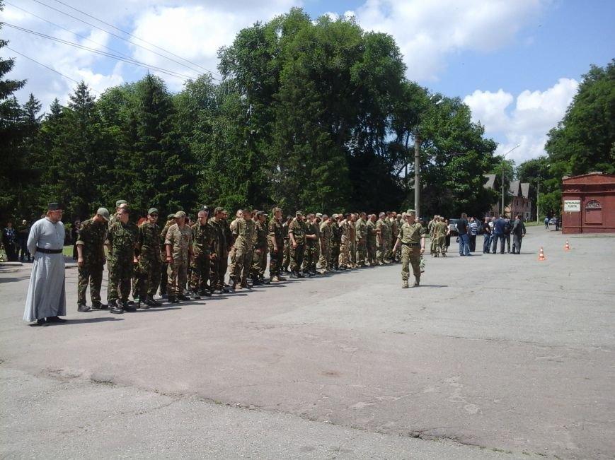 Сотни криворожан, став на колени, провели в последний путь бойца ДУКа Геннадия Дощенко (ФОТО), фото-19