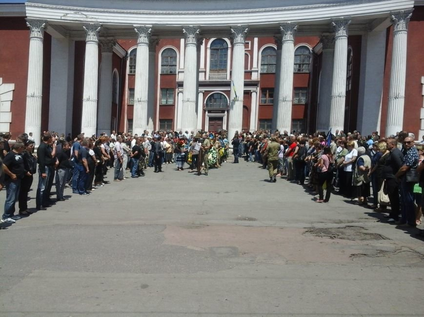 Сотни криворожан, став на колени, провели в последний путь бойца ДУКа Геннадия Дощенко (ФОТО), фото-29