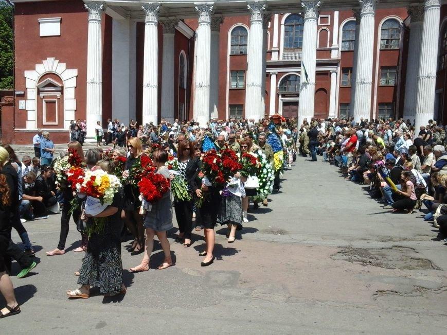 Сотни криворожан, став на колени, провели в последний путь бойца ДУКа Геннадия Дощенко (ФОТО), фото-47