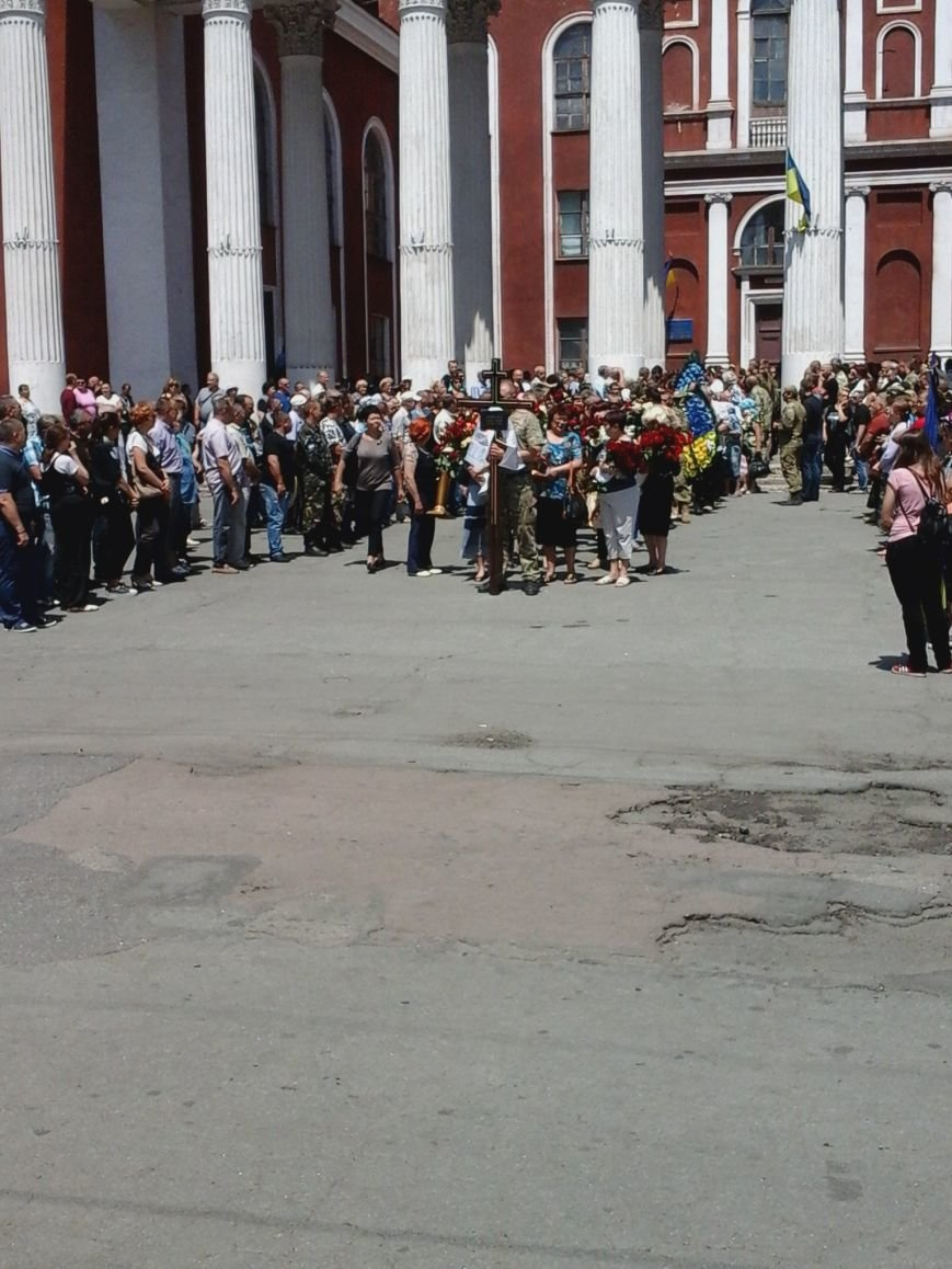 Сотни криворожан, став на колени, провели в последний путь бойца ДУКа Геннадия Дощенко (ФОТО), фото-30