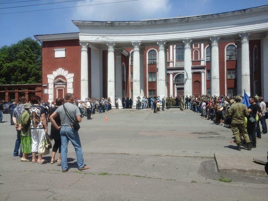 Сотни криворожан, став на колени, провели в последний путь бойца ДУКа Геннадия Дощенко (ФОТО), фото-28