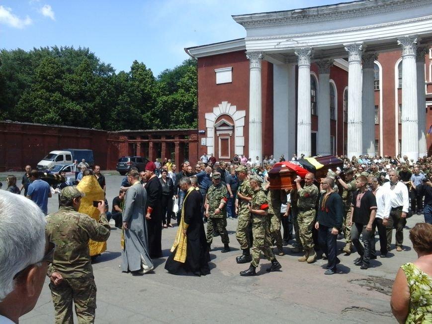 Сотни криворожан, став на колени, провели в последний путь бойца ДУКа Геннадия Дощенко (ФОТО), фото-52