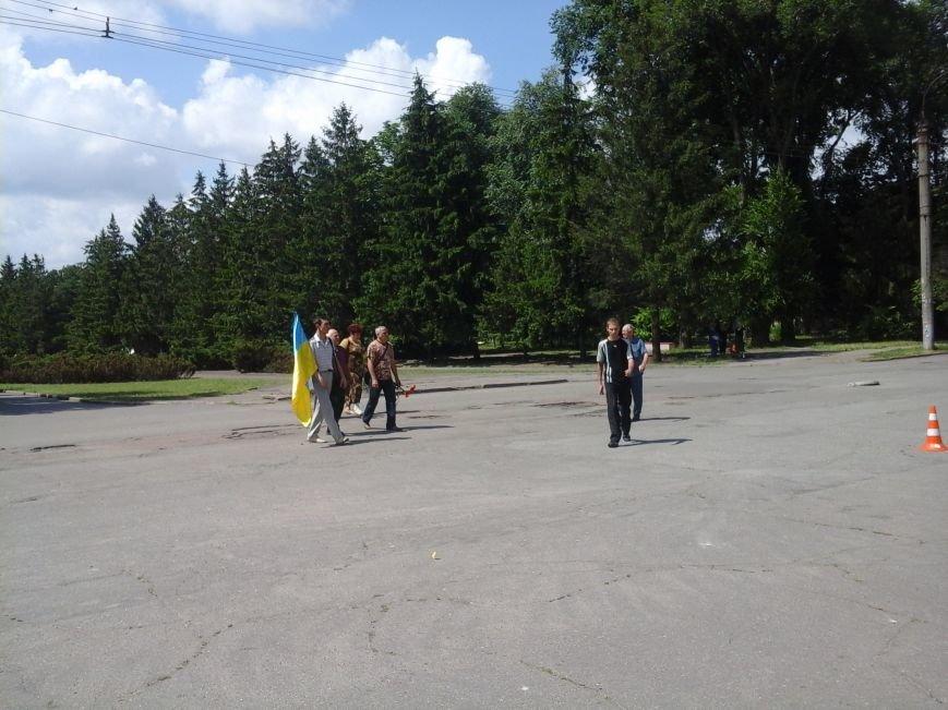 Сотни криворожан, став на колени, провели в последний путь бойца ДУКа Геннадия Дощенко (ФОТО), фото-8
