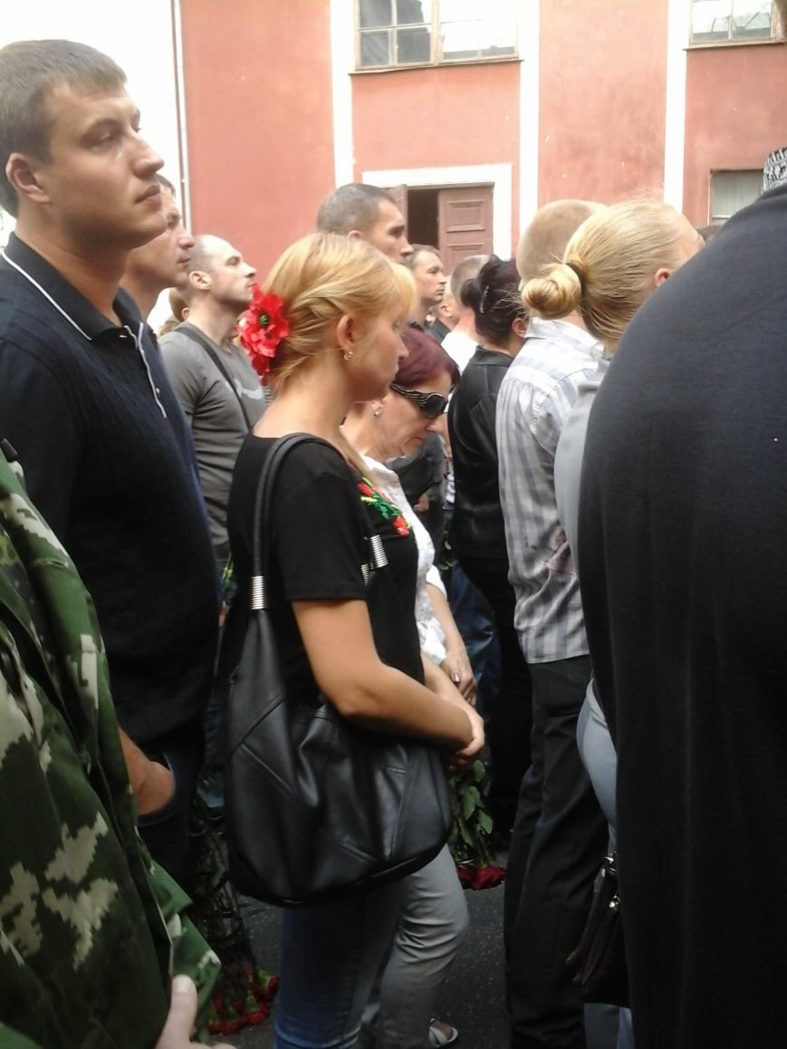 Сотни криворожан, став на колени, провели в последний путь бойца ДУКа Геннадия Дощенко (ФОТО), фото-12