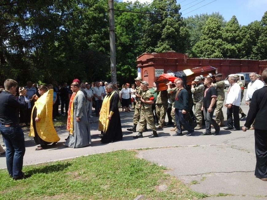 Сотни криворожан, став на колени, провели в последний путь бойца ДУКа Геннадия Дощенко (ФОТО), фото-56