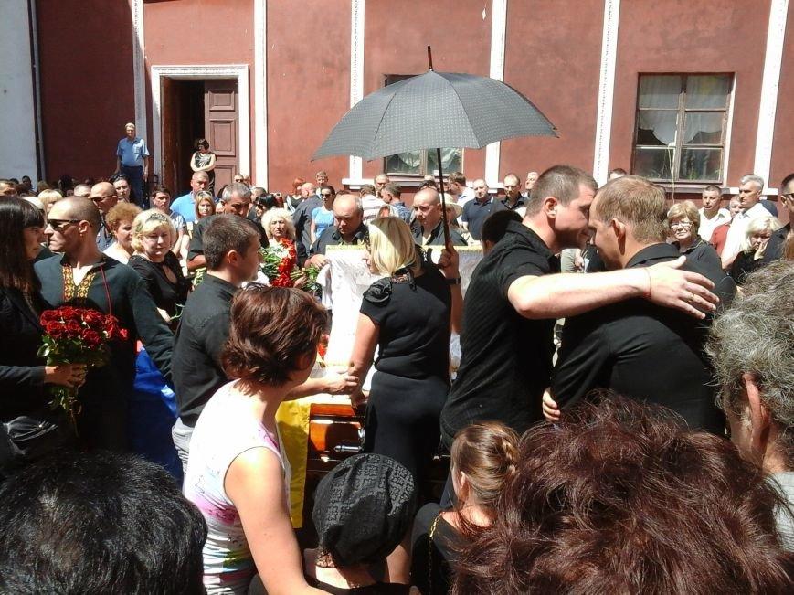 Сотни криворожан, став на колени, провели в последний путь бойца ДУКа Геннадия Дощенко (ФОТО), фото-14