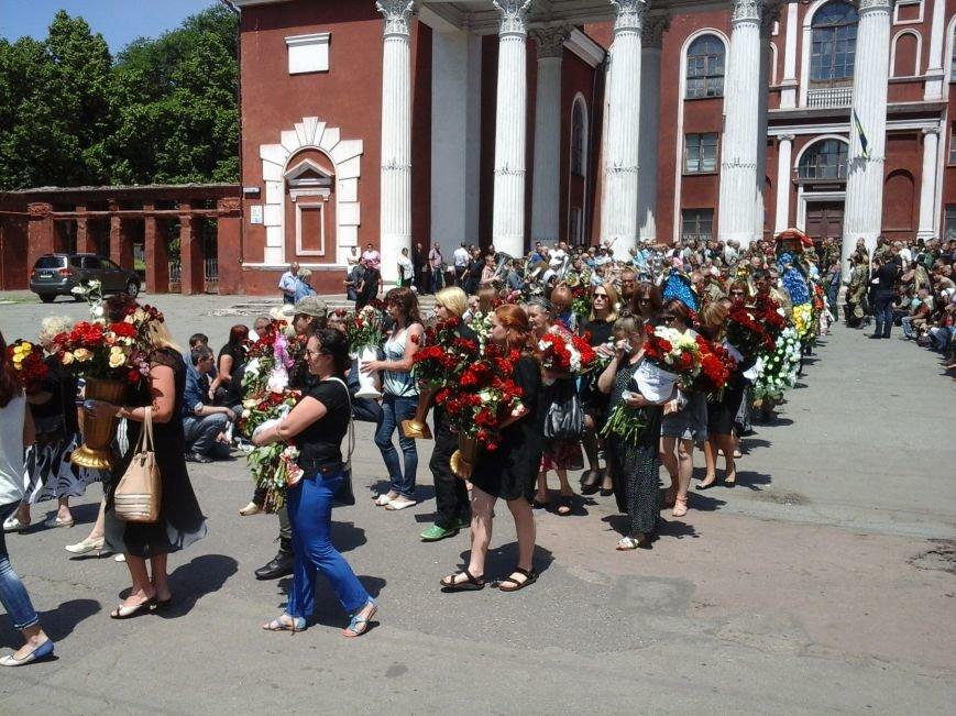 Сотни криворожан, став на колени, провели в последний путь бойца ДУКа Геннадия Дощенко (ФОТО), фото-45