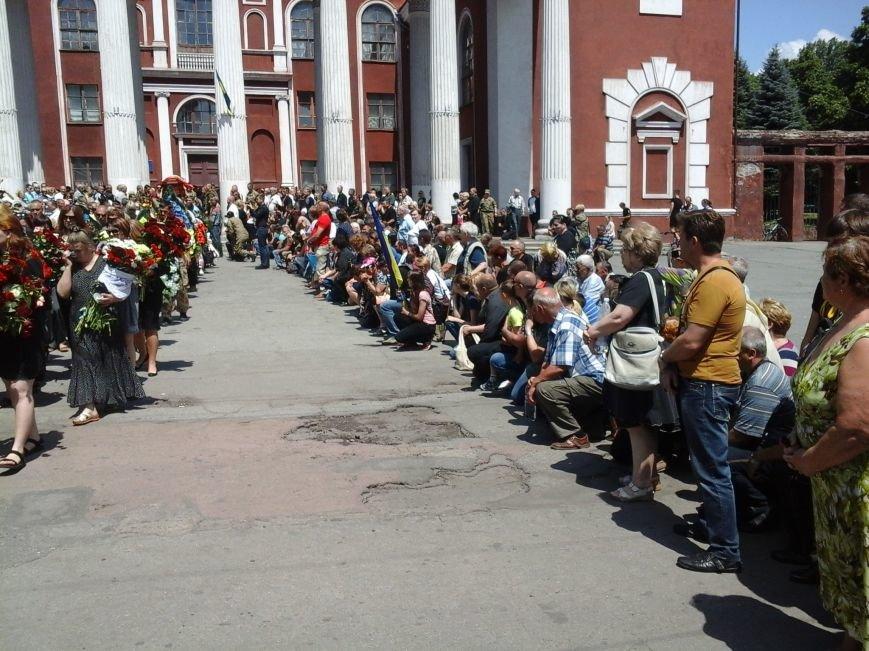 Сотни криворожан, став на колени, провели в последний путь бойца ДУКа Геннадия Дощенко (ФОТО), фото-44