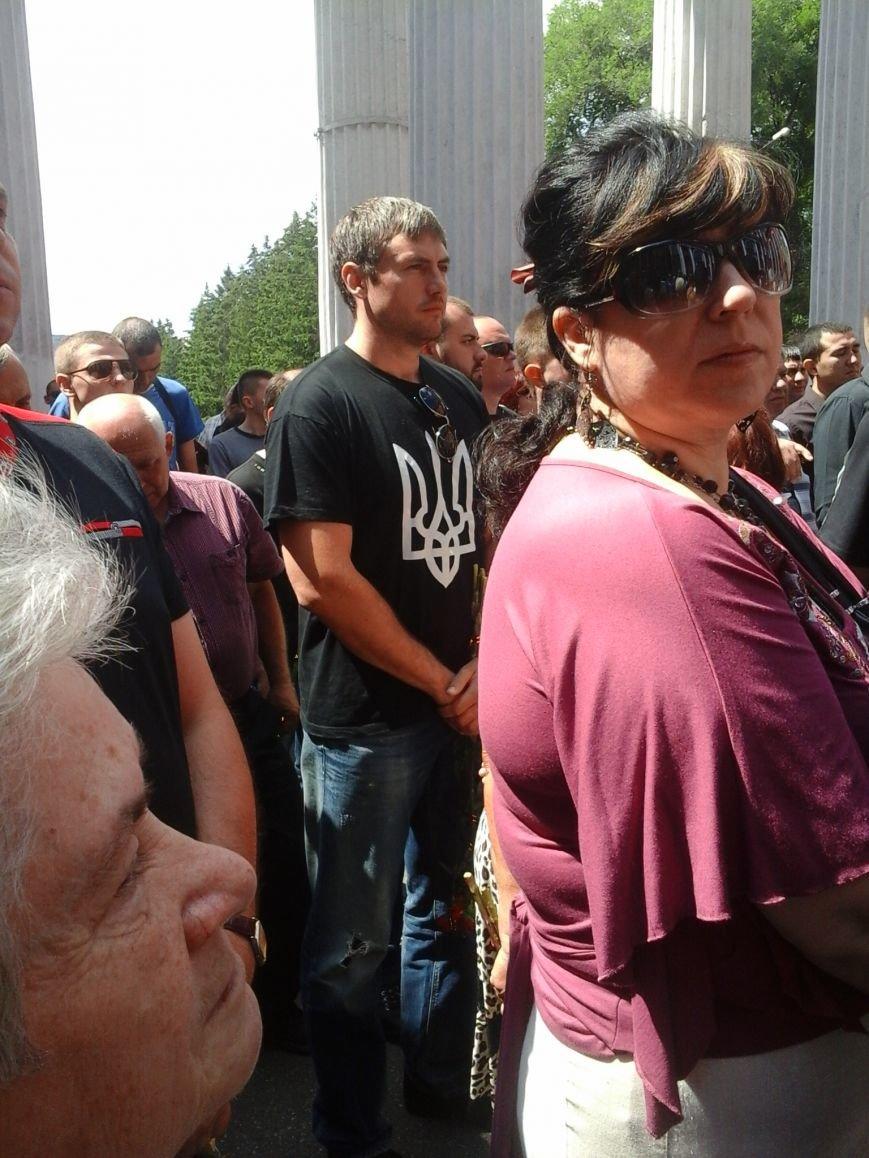 Сотни криворожан, став на колени, провели в последний путь бойца ДУКа Геннадия Дощенко (ФОТО), фото-11