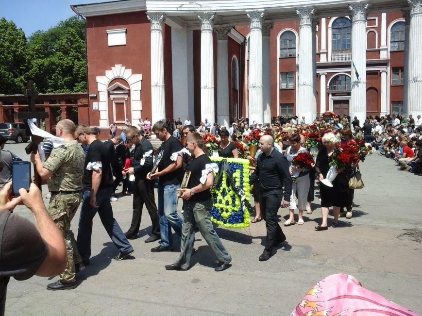 Сотни криворожан, став на колени, провели в последний путь бойца ДУКа Геннадия Дощенко (ФОТО), фото-41