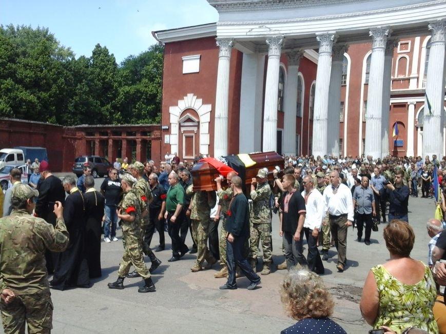 Сотни криворожан, став на колени, провели в последний путь бойца ДУКа Геннадия Дощенко (ФОТО), фото-53