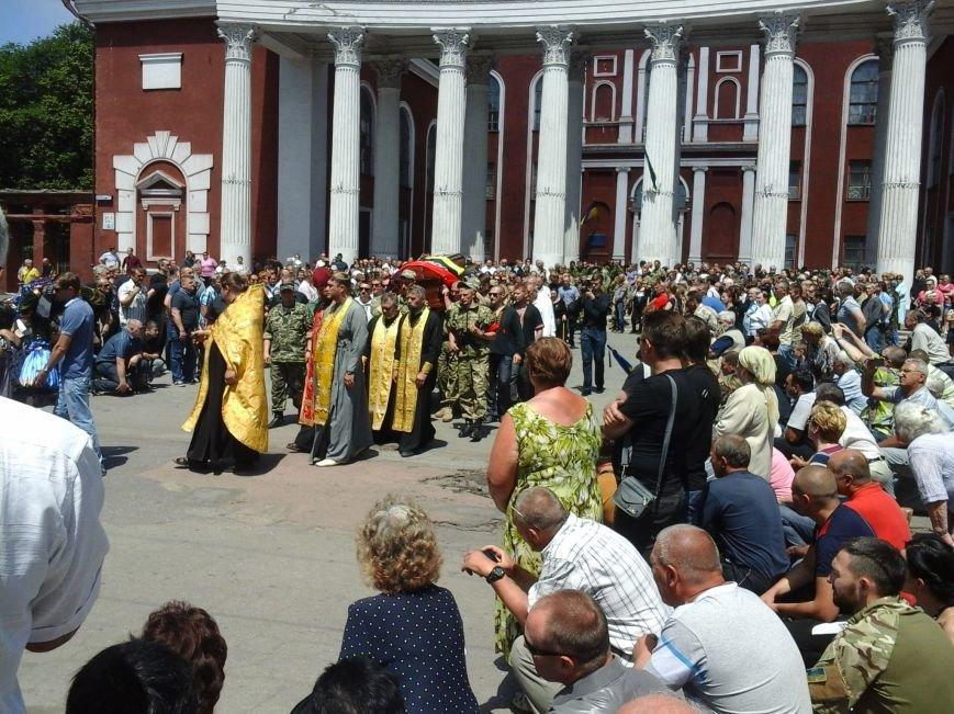 Сотни криворожан, став на колени, провели в последний путь бойца ДУКа Геннадия Дощенко (ФОТО), фото-51