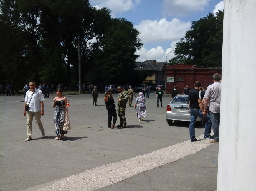 Сотни криворожан, став на колени, провели в последний путь бойца ДУКа Геннадия Дощенко (ФОТО), фото-18