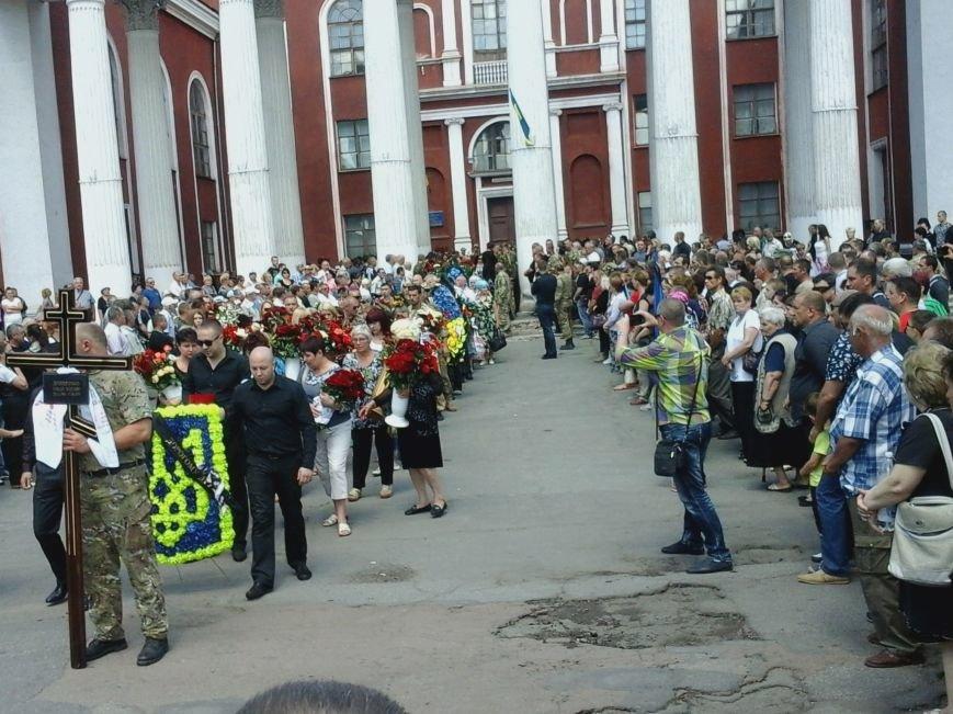 Сотни криворожан, став на колени, провели в последний путь бойца ДУКа Геннадия Дощенко (ФОТО), фото-37