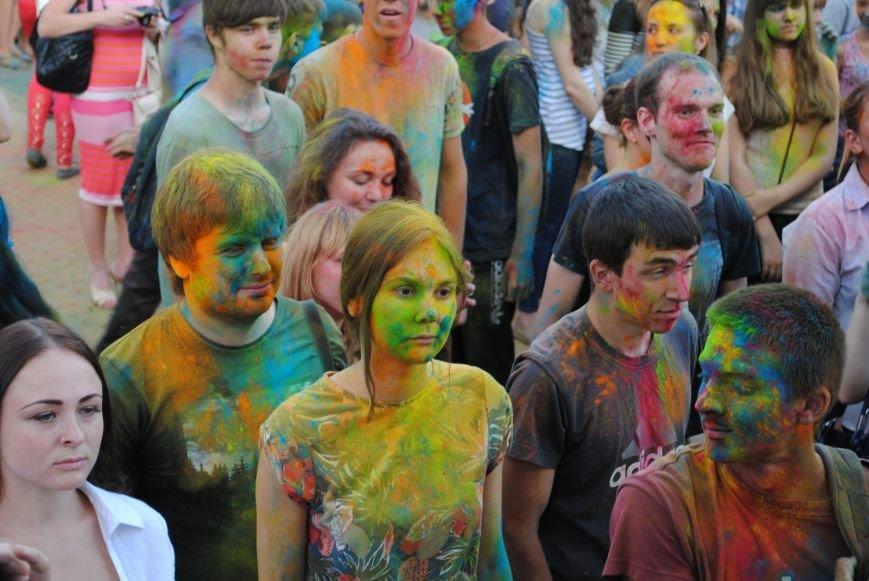 В парке Горького прошел фестиваль красок Холи (ФОТО), фото-12