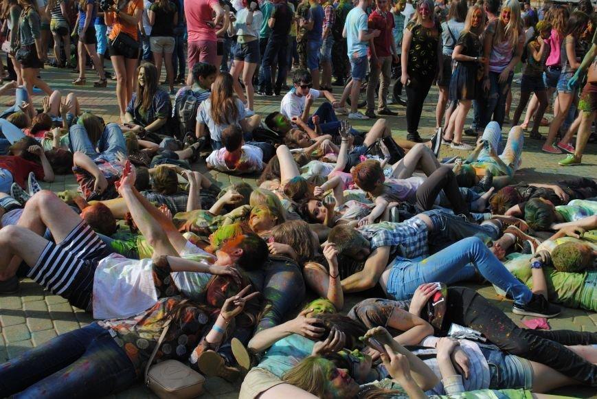 В парке Горького прошел фестиваль красок Холи (ФОТО), фото-1