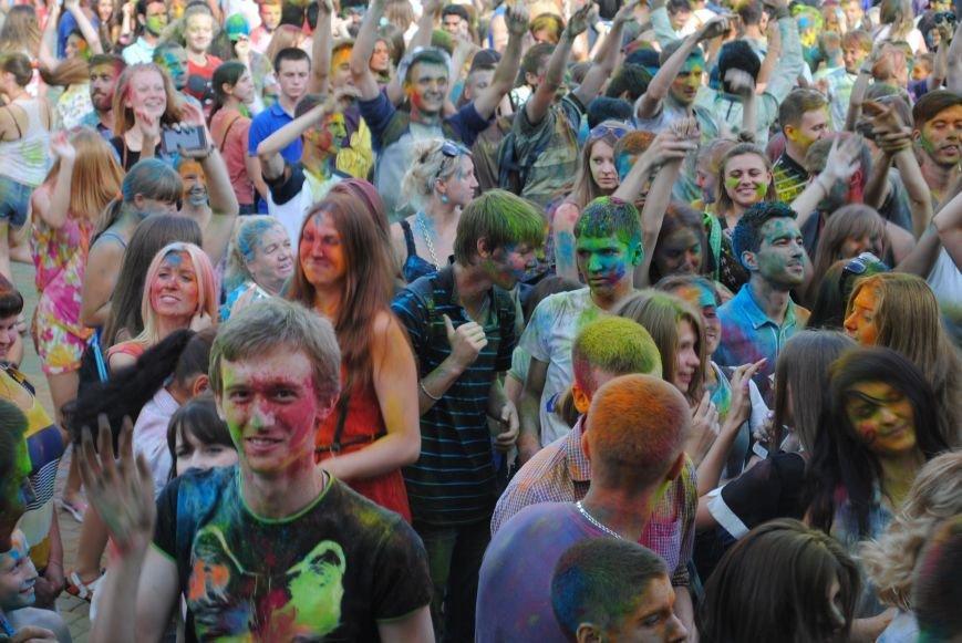 В парке Горького прошел фестиваль красок Холи (ФОТО), фото-8