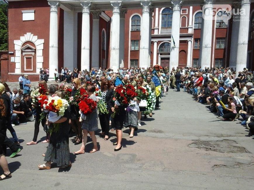 В Кривом Роге: простились с бойцом ДУКа, фирмы депутатов получили миллионы из бюджета, а регбисты взяли «серебро» (фото) - фото 3