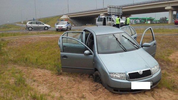 В Гродненской области водитель устроил часовую погоню с ГАИ: лихача остановили с помощью «ежа» (фото) - фото 2