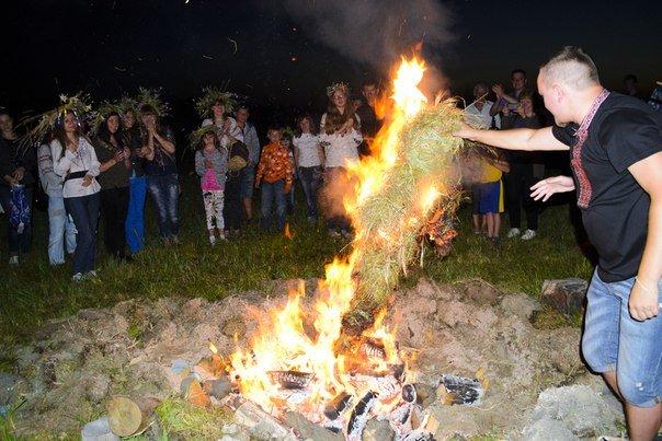 Николаевцы отметили праздник Купалы хороводами вокуруг костра (ФОТОРЕПОРТАЖ) (фото) - фото 12