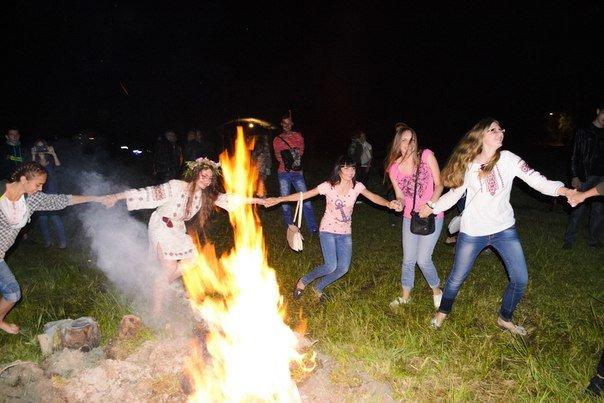 Николаевцы отметили праздник Купалы хороводами вокуруг костра (ФОТОРЕПОРТАЖ) (фото) - фото 11