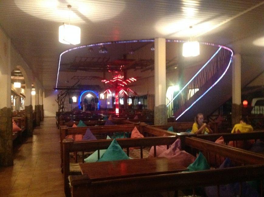 Рейд в Николаевке показал: ночные клубы могут работать без разрешительных документов, а алкоголь продадут даже ребенку (ФОТО), фото-2