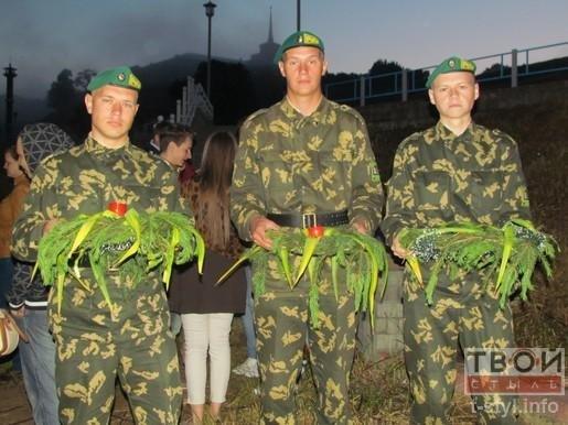 Гродненцы пустили 22 венка по Неману в память о Великой Отечественной войне (фото) - фото 4