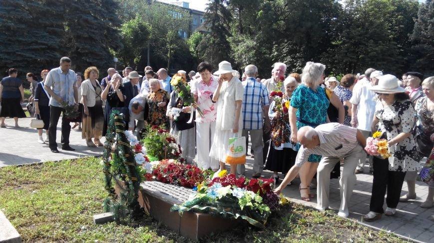 В Краматорске в День скорби у Вечного огня возложили цветы (ФОТО и ВИДЕО) (фото) - фото 5