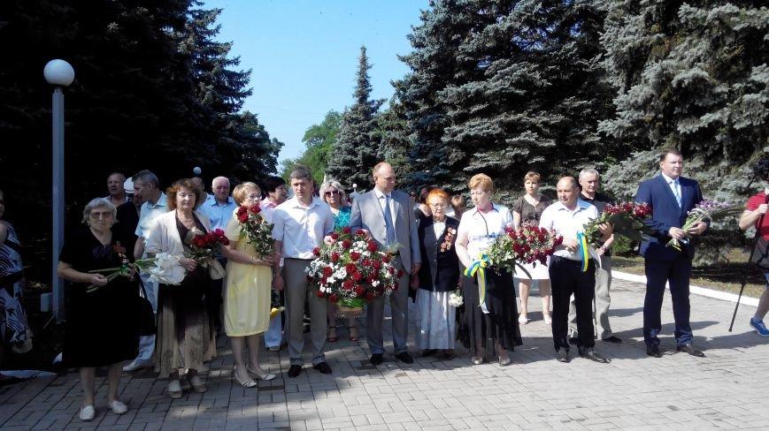 В Краматорске в День скорби у Вечного огня возложили цветы (ФОТО и ВИДЕО) (фото) - фото 3