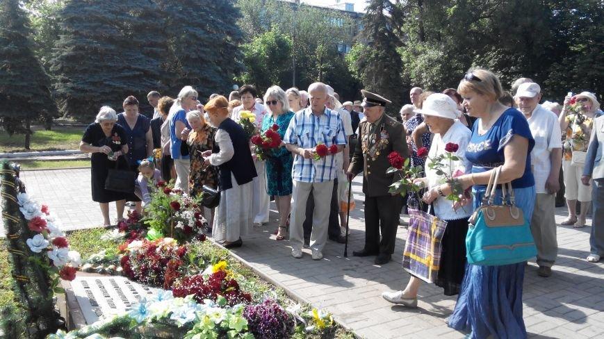 В Краматорске в День скорби у Вечного огня возложили цветы (ФОТО и ВИДЕО) (фото) - фото 4