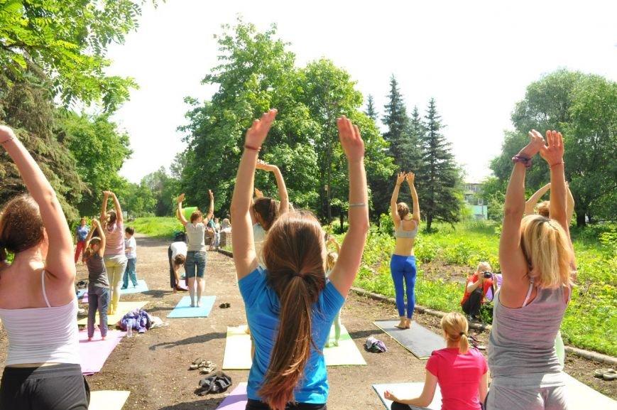 В Славянске отметили Международный День Йоги (фото) - фото 1
