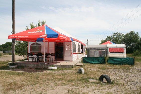 После милиции на черниговском пляже «Земснаряд» не осталось пива (фото) - фото 4
