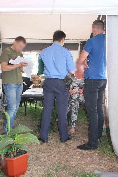 После милиции на черниговском пляже «Земснаряд» не осталось пива (фото) - фото 5