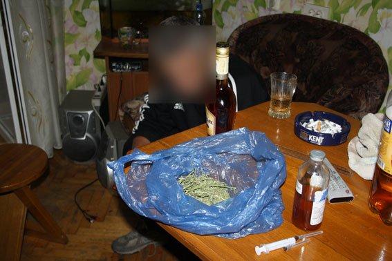 Кременчужанин у себя дома в центре города хранил опий и марихуану (ФОТО) (фото) - фото 1