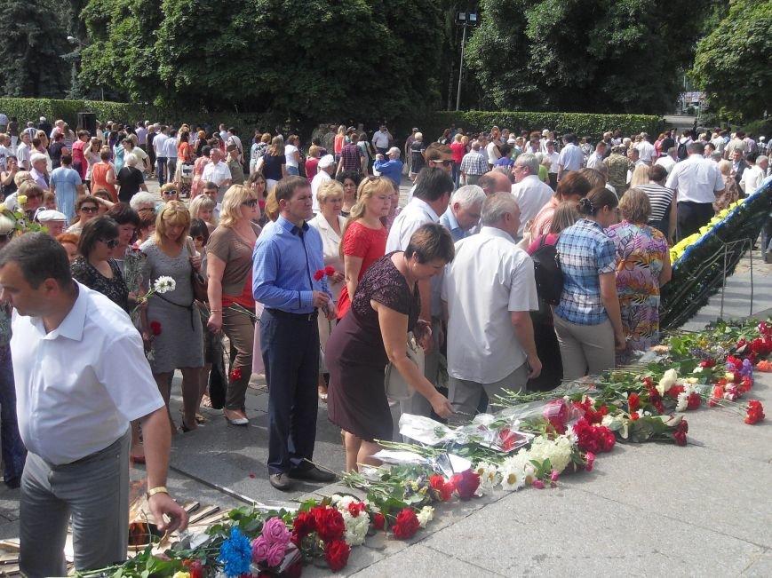 В Полтаві вшанували жертв війни в Україні. Фото (фото) - фото 15