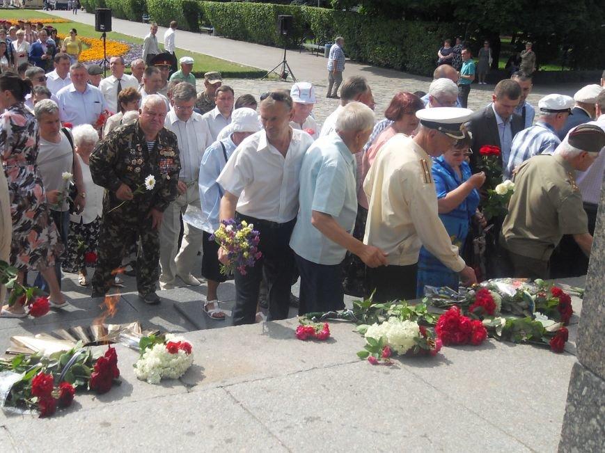 В Полтаві вшанували жертв війни в Україні. Фото (фото) - фото 11