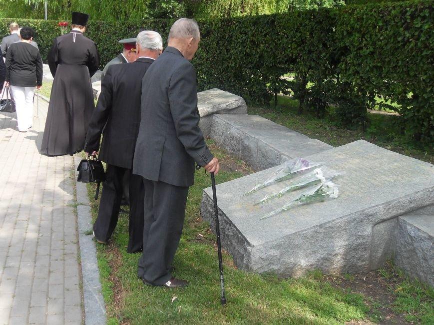 В Полтаві вшанували жертв війни в Україні. Фото (фото) - фото 10