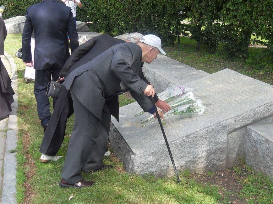 В Полтаві вшанували жертв війни в Україні. Фото (фото) - фото 9