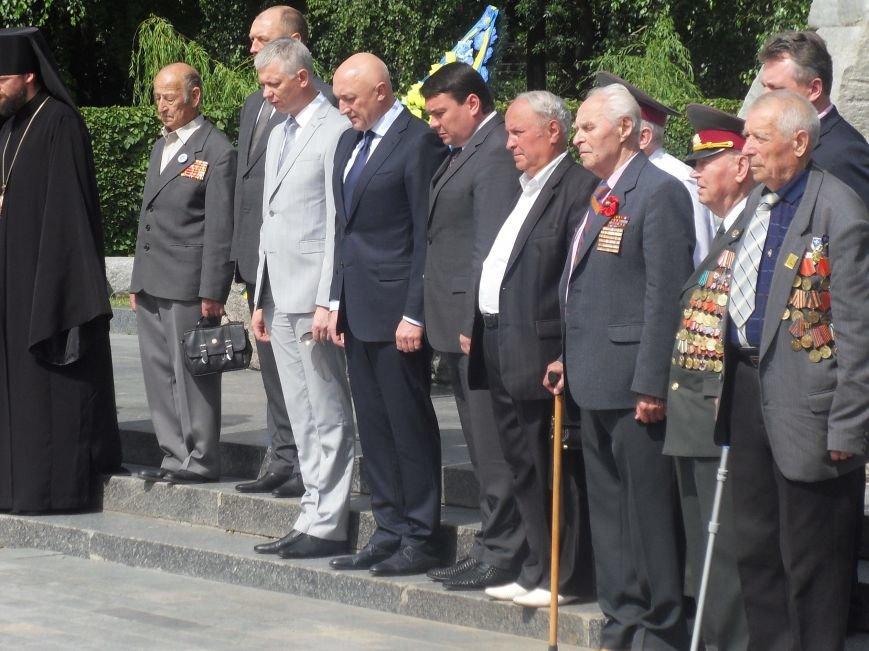 В Полтаві вшанували жертв війни в Україні. Фото (фото) - фото 6