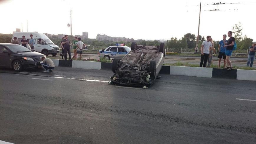 На мосту через Свиягу перевернулись два автомобиля. (фото) - фото 4