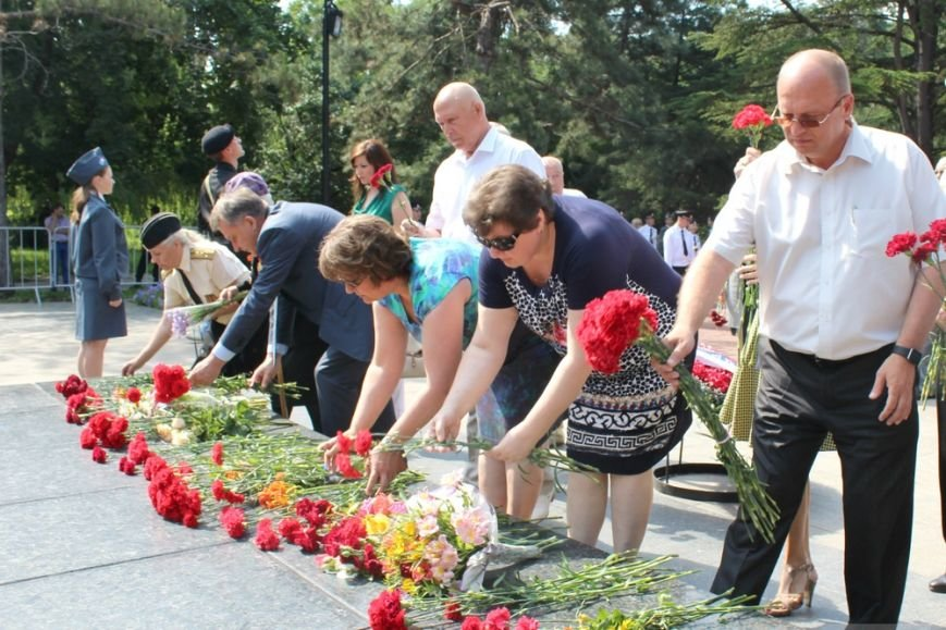 В День памяти и скорби в Симферополе почтили память павших героев-освободителей (ФОТОРЕПОРТАЖ) (фото) - фото 7