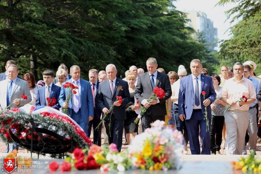 В День памяти и скорби в Симферополе почтили память павших героев-освободителей (ФОТОРЕПОРТАЖ, ВИДЕО), фото-4