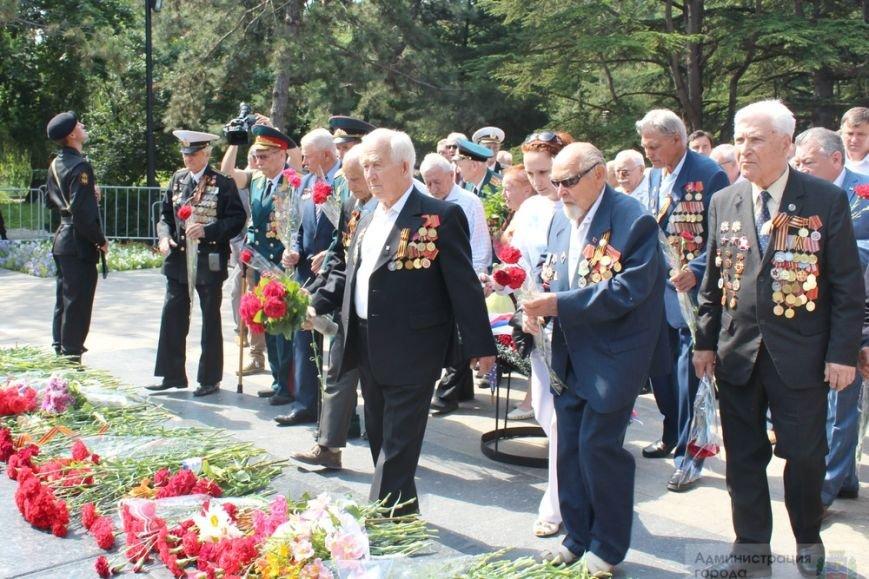 В День памяти и скорби в Симферополе почтили память павших героев-освободителей (ФОТОРЕПОРТАЖ) (фото) - фото 8