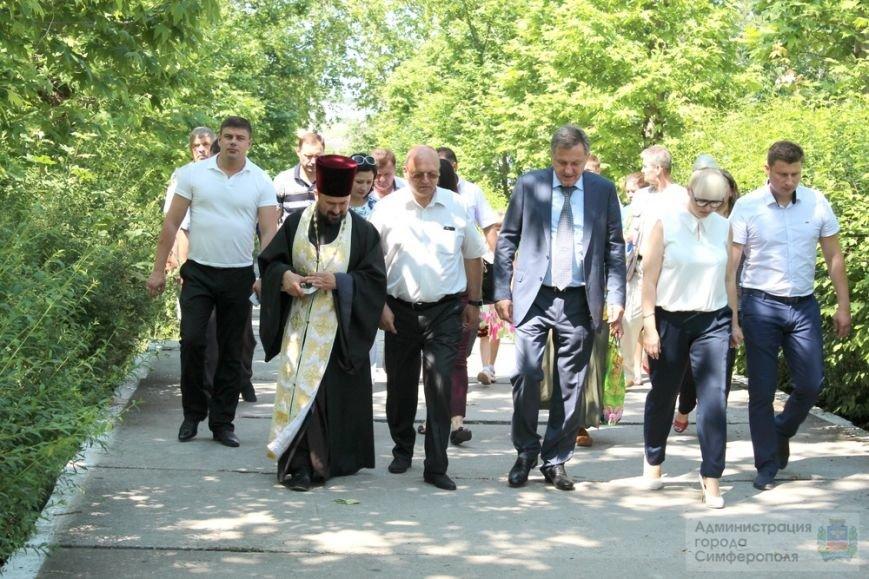 В День памяти и скорби в Симферополе почтили память павших героев-освободителей (ФОТОРЕПОРТАЖ) (фото) - фото 13